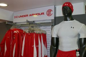 Under Armour podría ingresar a departamentales