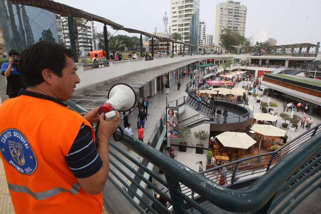 simulacro de sismo - Perú Retail