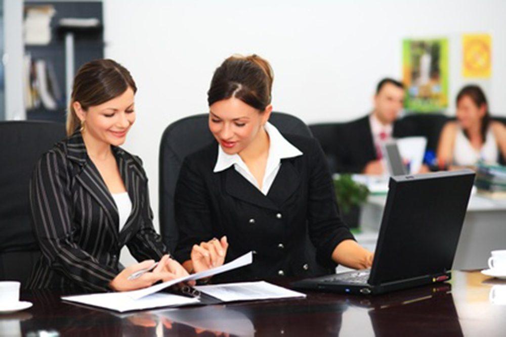 2045394933 mujeres trabajando1 - FMI: inclusión económica de las mujeres haría crecer el PBI