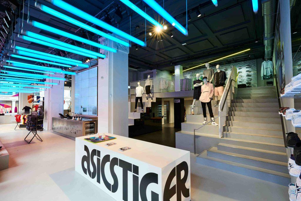 ASICS Regent St Interiors 005 1024x683 - Asics abrió su tienda más grande  del mundo en 2231cb89456af