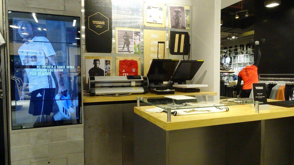 Adidas 4 2 - Adidas da un paso a su transformación digital y presenta innovadora tienda en Perú