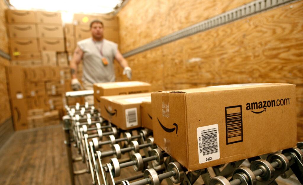 Amazon Black Friday 1024x626 - Fundador de Amazon vende acciones de la compañía por $1.000 millones