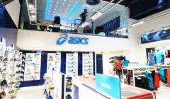 Asics 1 240x140 - Asics vuelve a caer en ventas pero crece en utilidad