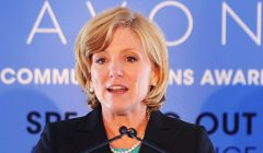 Avon CEO 240x140 - Bajos ingresos de Avon hace renunciar a su CEO