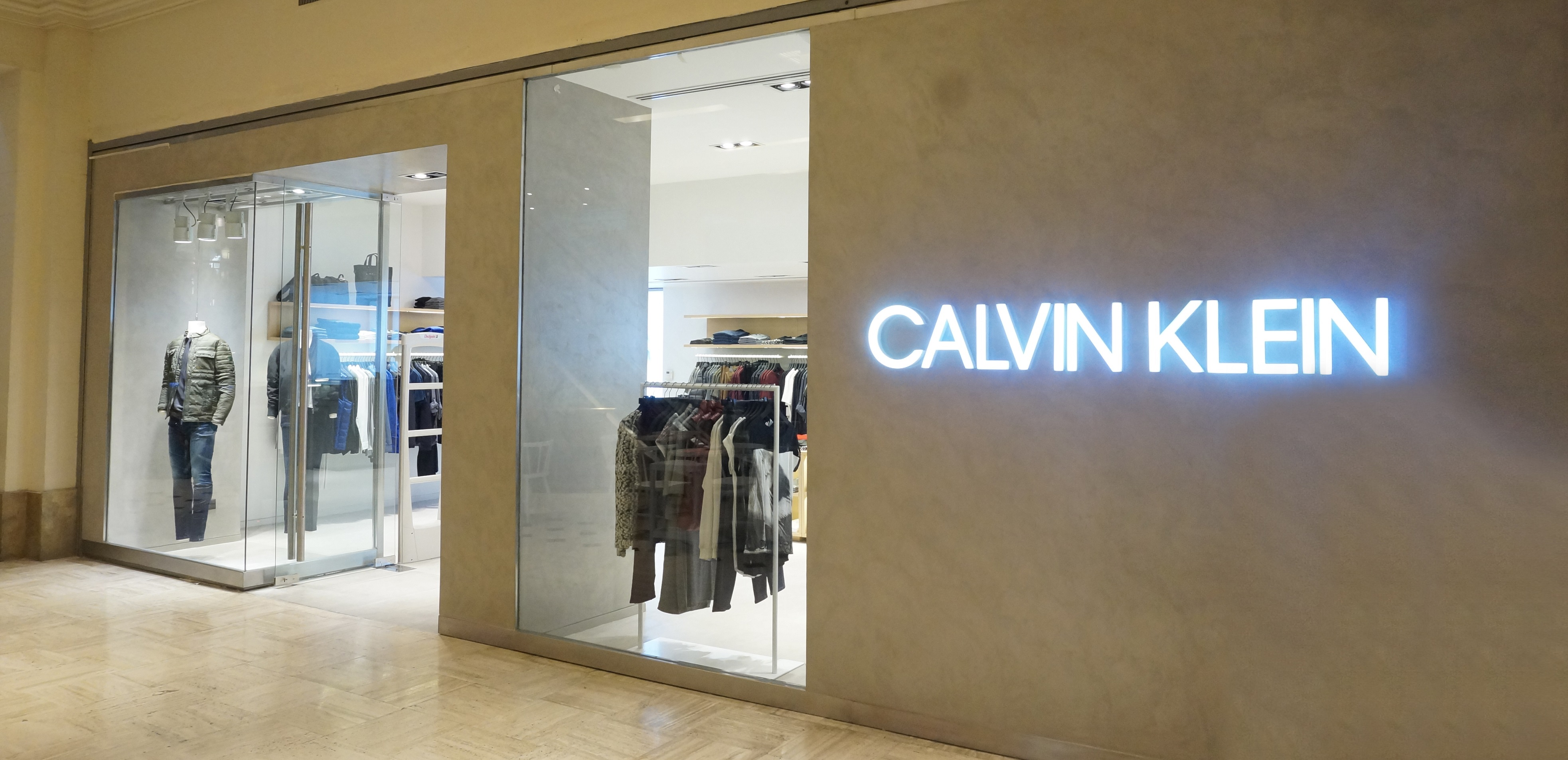 Calvin Klein Patio Bullrich - Reconocidas marcas de lujo vuelven a Argentina