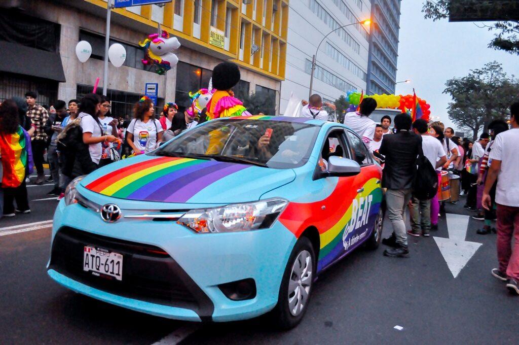 Carro beat Pride 1024x680 - Estas son las empresas que celebran el Día del Orgullo Gay