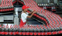 Cocacola en cuba con la mano de Femsa