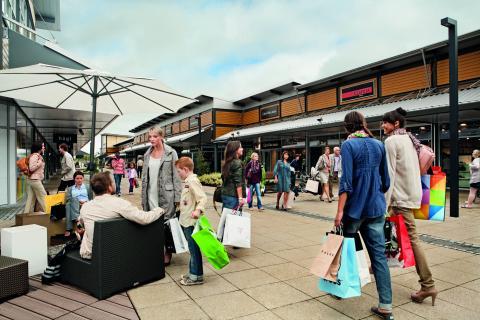 Compañía china compró diez centros comerciales en Europa - Ventas minoristas en Europa suben por tercer mes pese a mayores precios