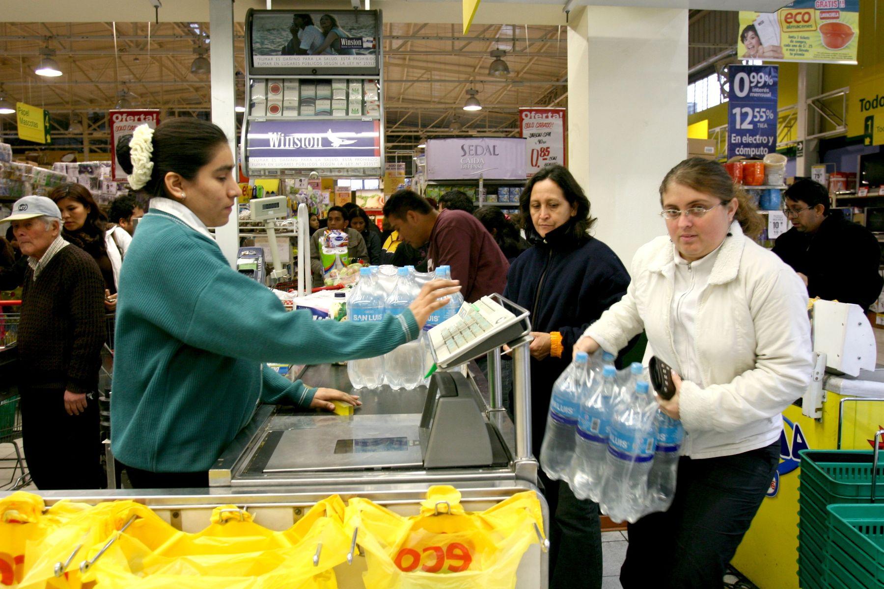 Consumidor Perú 3 - 6 de cada 10 familias peruanas aplican estrategias para reducir o mantener su presupuesto