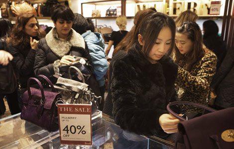 Consumidores chinos continúan apostando por el turismo de compras