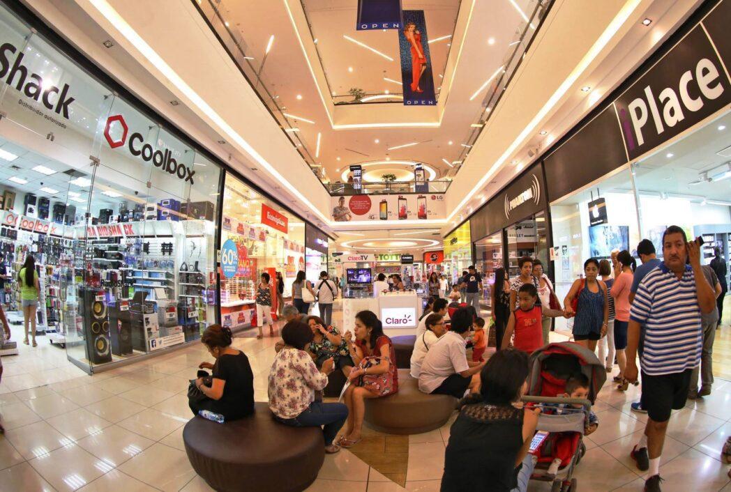 Consumidores en centros comerciales 4 - Economía de escala: ¿La opción más viable y oportuna ante un enfriamiento en la economía?