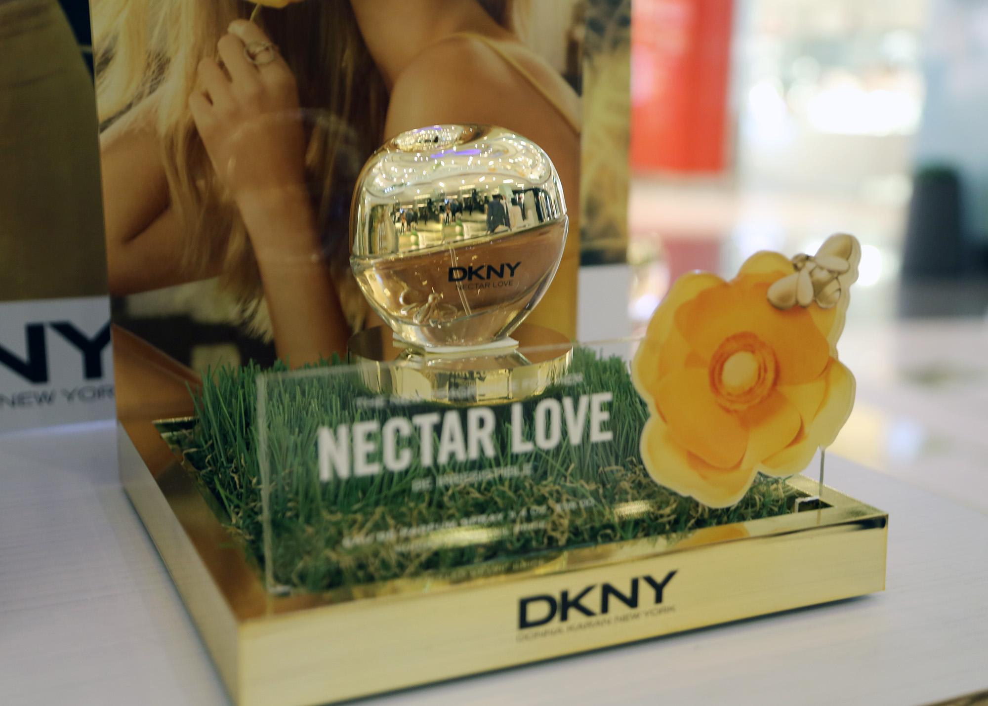 DKNY dorado 2 - DKNY presenta al mercado peruano su nueva fragancia 'Nectar Love'