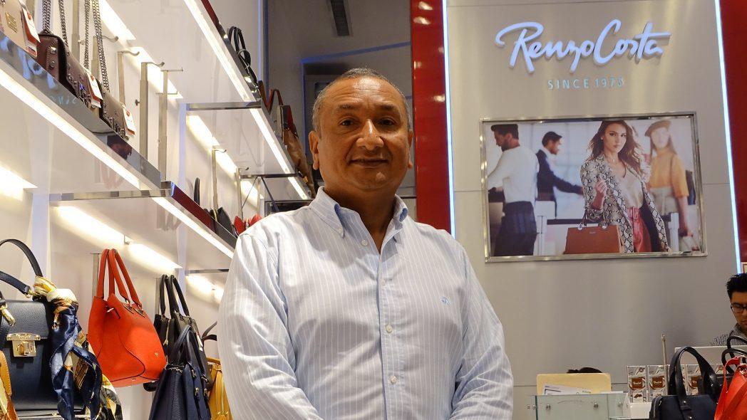 DSC00646 - Perú: Renzo Costa apuesta por la omnicanalidad con la instalación de quioscos virtuales en todas sus tiendas