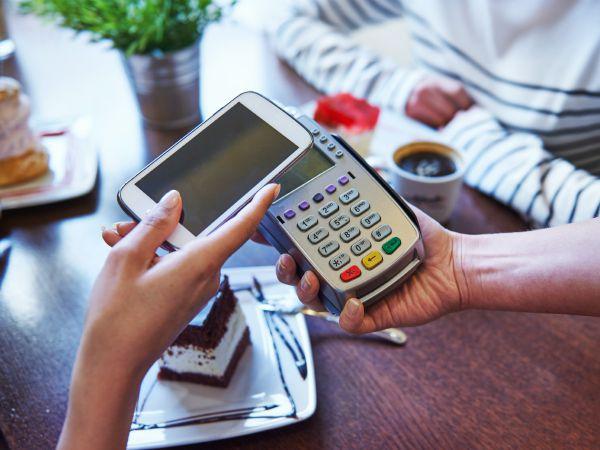 Españoles ahora podrán hacer pagos desde sus móviles - ¿Cómo viene incrementándose la adopción de pagos móviles en América Latina?