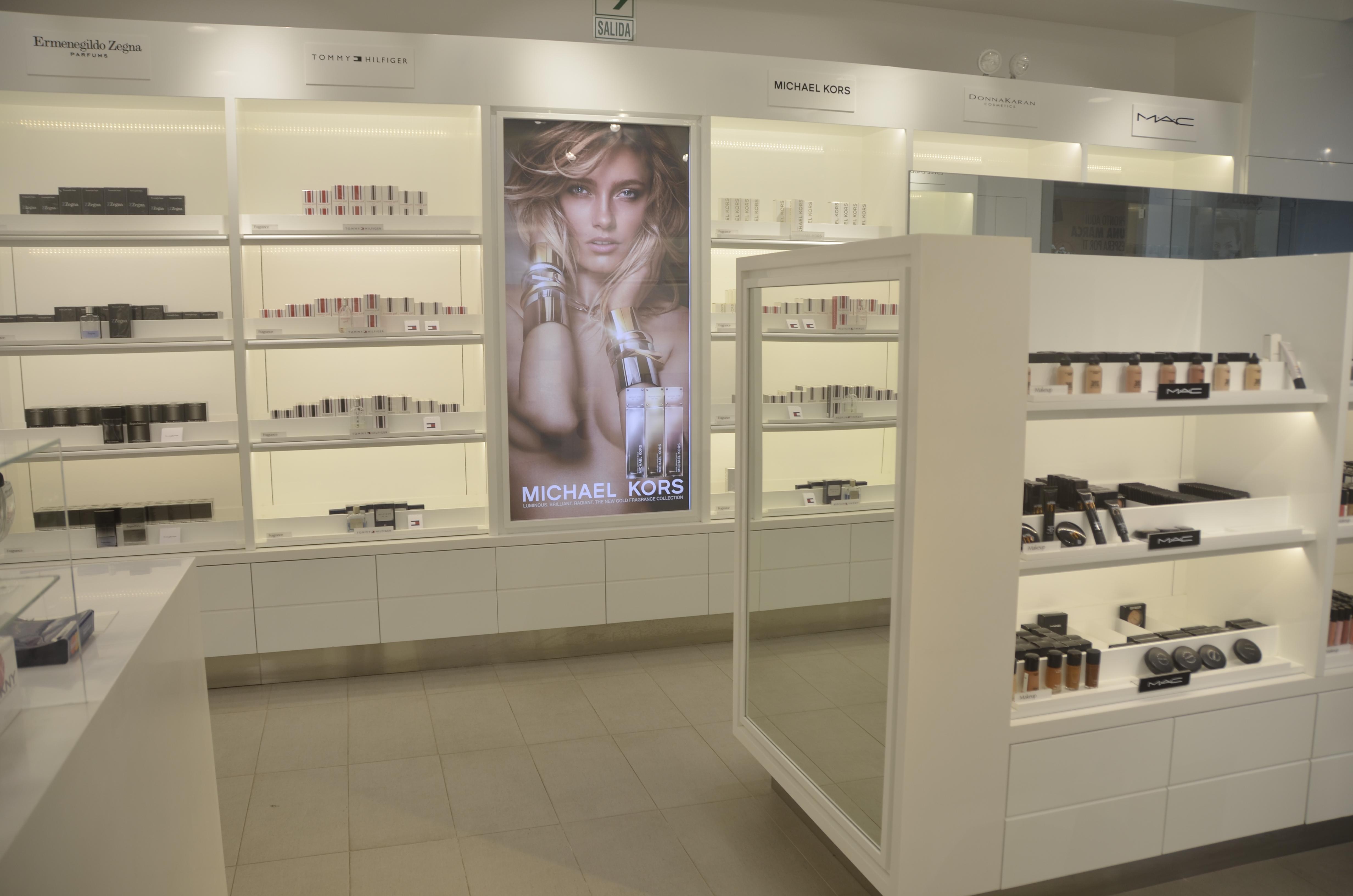Estée Lauder abre su primera tienda en Perú 2 - Estée Lauder Companies abrió su primer outlet en Perú