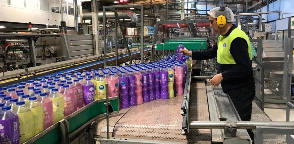 Evasado Nestlé Perú Retail 1024x504 - Nestlé lanza su nueva botella de agua fabricada con plástico PET reciclado