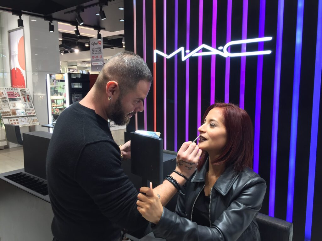 FOTO MAC 1 1024x768 - MAC Cosmetics inaugura local N°30 en Mallplaza Bellavista