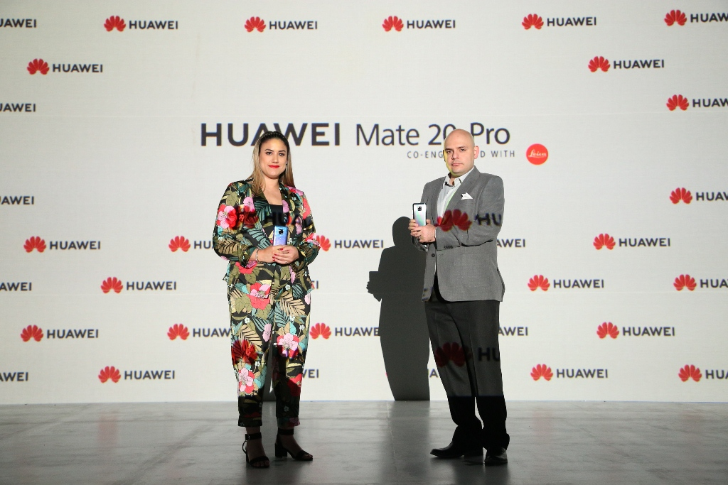 FOTO GABRIELA CORTÉS Y DAVID MOHENO 1 - Perú: El Huawei Mate 20 Pro, un celular que llega para innovar el mercado