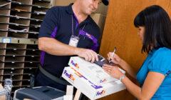FedEx 2 240x140 - FedEx aumenta sus ingresos durante el segundo trimestre del año