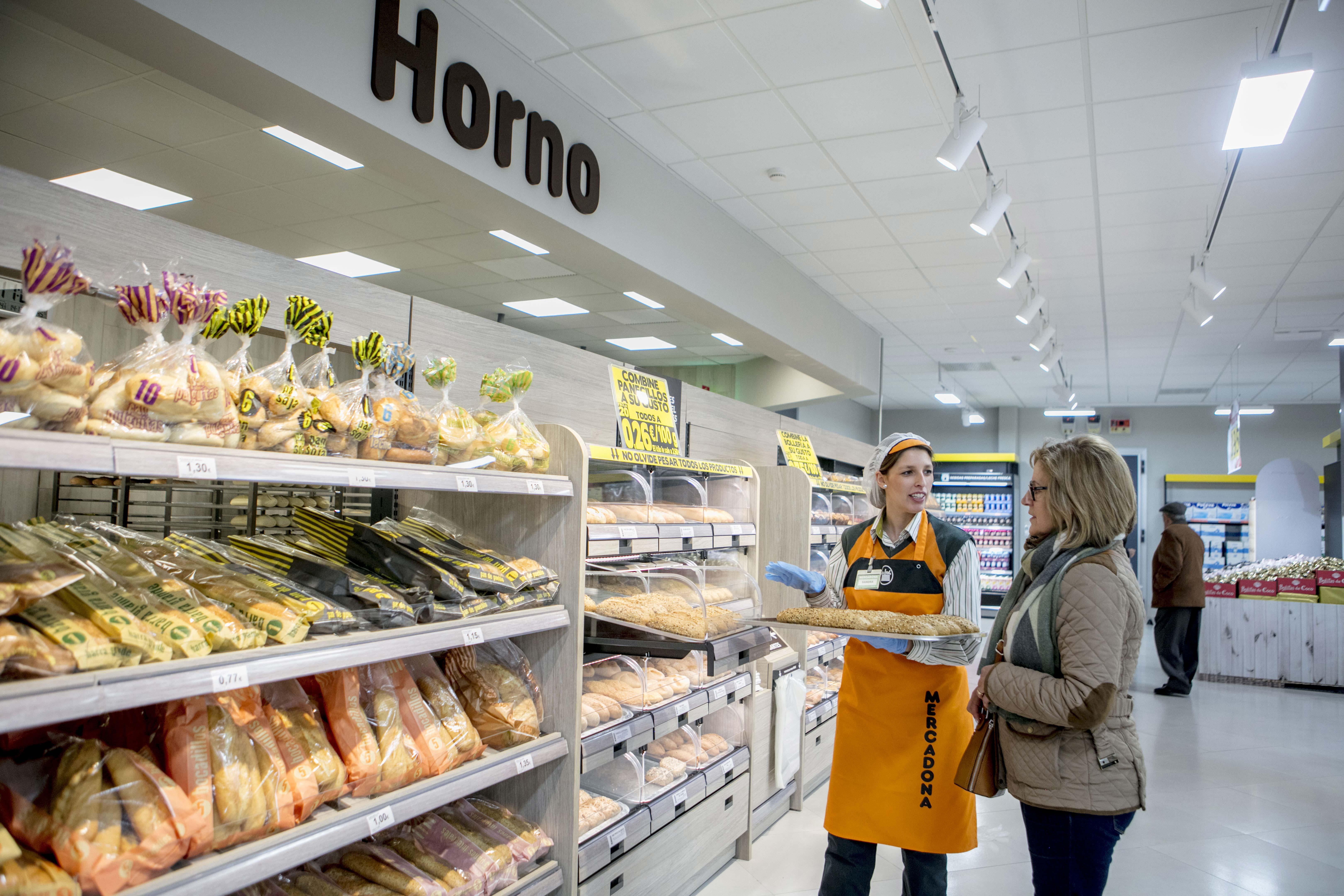 Foto Horno - La importancia de la atención al cliente en el comercio minorista