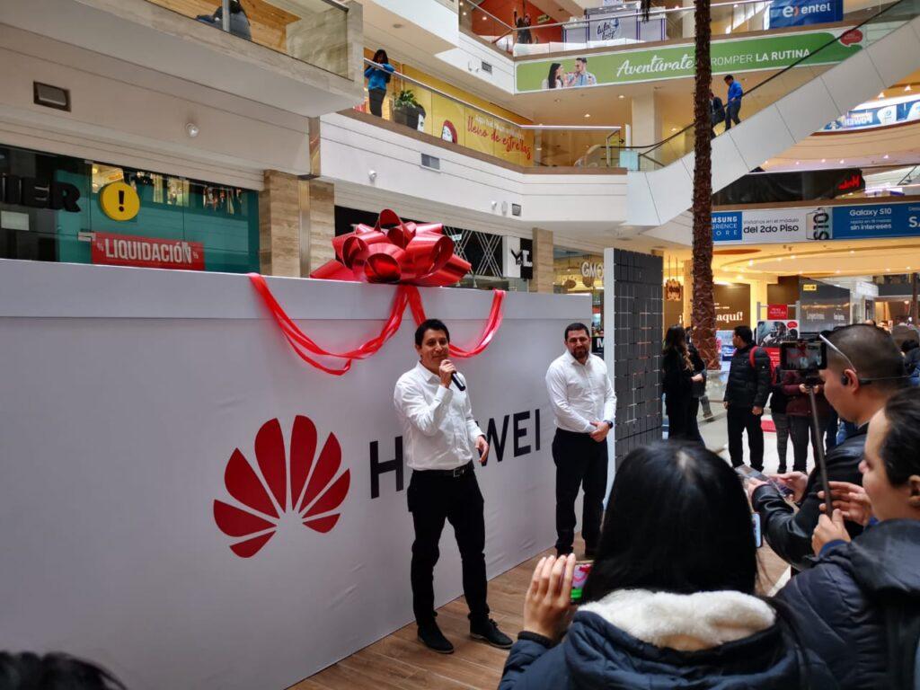 Foto Inauguración Huawei Mall Plaza Santa Anita 1024x768 - Huawei inaugura nuevo punto de venta y servicio en Mall Aventura Santa Anita