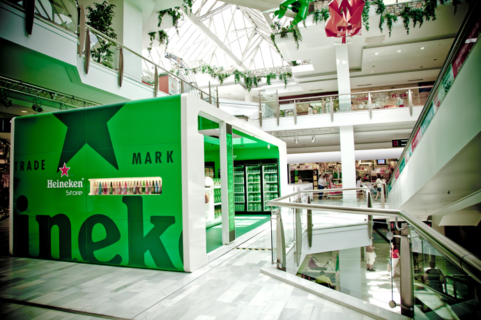 Heineken Store Outside 1 - Heineken abre su primera tienda en México