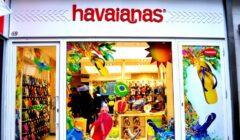 Holding brasileño evalúa venta de Havaianas