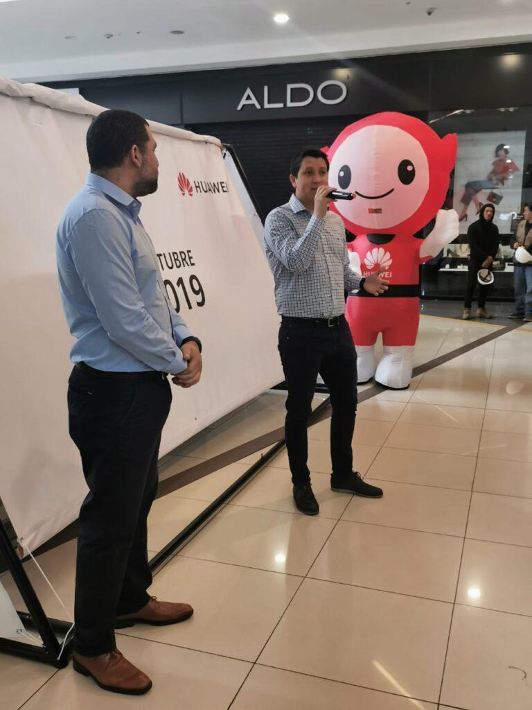Huawei Punto de Venta y Servicio2 768x1024 - Huawei inaugura un nuevo punto de venta en Open Plaza Angamos