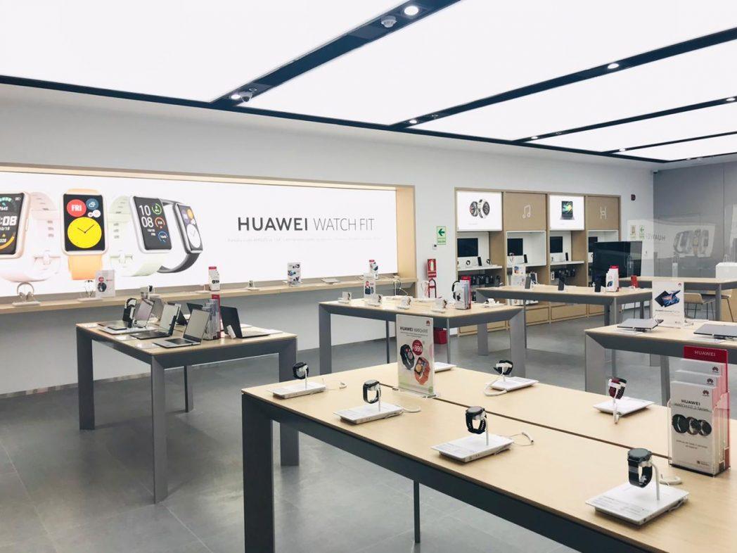 Interior tienda Huawei en Plaza San Miguel 1