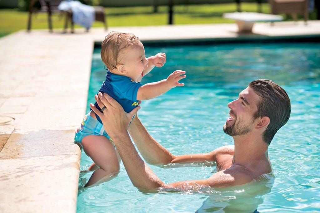 KKHUG17144 Bubbles Video 0133 V0R1 1024x683 - Huggies y el nadador olímpico Michael Phelps se unen para campaña de verano