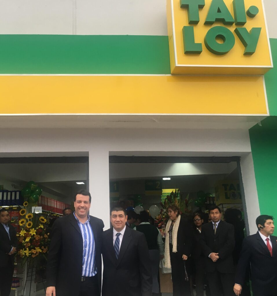 Los Olivos 957x1024 - Tai Loy abre una nueva tienda en Los Olivos