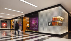 Louis Vuitton Store Tysons Corner 1 240x140 - Louis Vuitton abre un punto de venta más en departamental mexicana