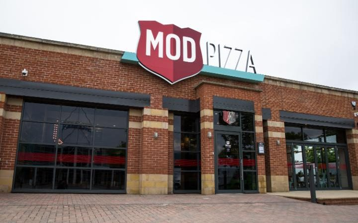 MOD PIZZA DAY ONE HR 1 - MOD Pizza hace su debut internacional en Reino Unido
