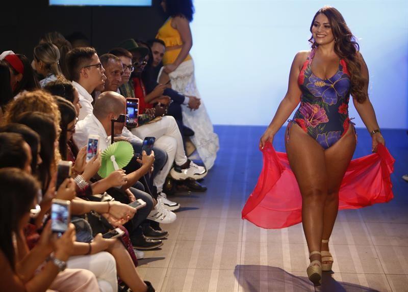 MUJERES TALLa grnade - Conoce los cinco hitos que definieron la moda en la última década
