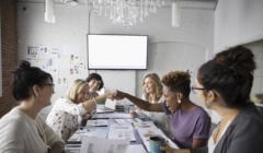 Mujeres Deloitte 240x140 - Solo el 5% de mujeres en el mundo ocupan puestos de presidente de Directorio