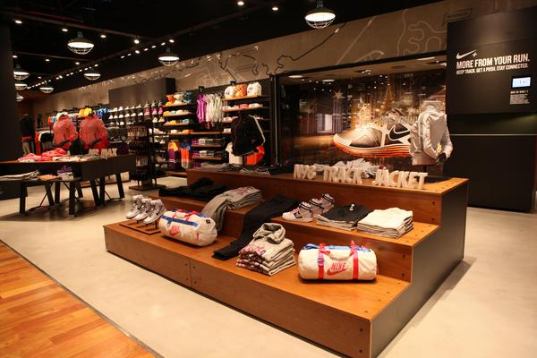Nike Unicenter Store Express area native 600 - Nike inyecta US$ 40 millones en Argentina