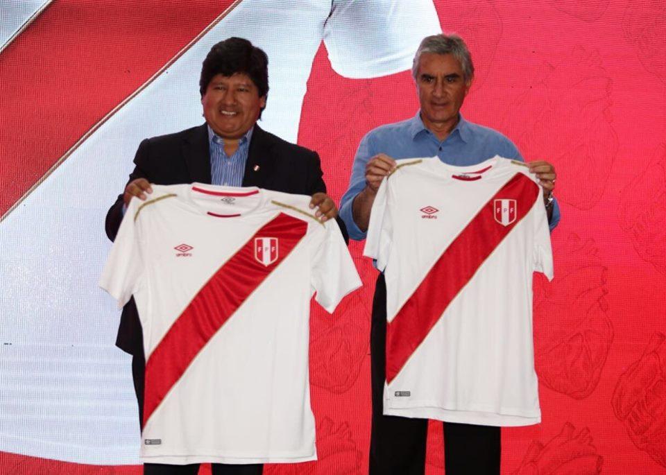 Oblitas y Oviedo - Umbro presentó la nueva camiseta de Perú para el Mundial Rusia 2018