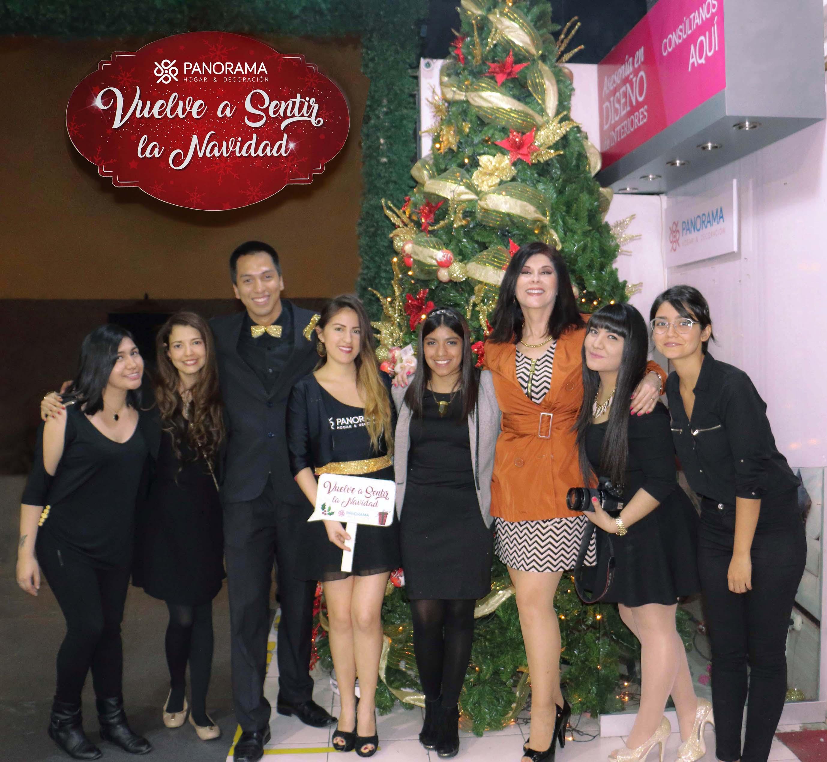 Olga Zumaran con el equipo organizador y anfitriones - Panorama Hogar inicia su campaña navideña