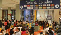 Peruanos consumen alimentos en la calle