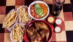 Pollo entero 3papas EnsaladaF Chicha Vista Cenital 240x140 - Peruanos se alistan para celebrar el Día del Pollo a la Brasa