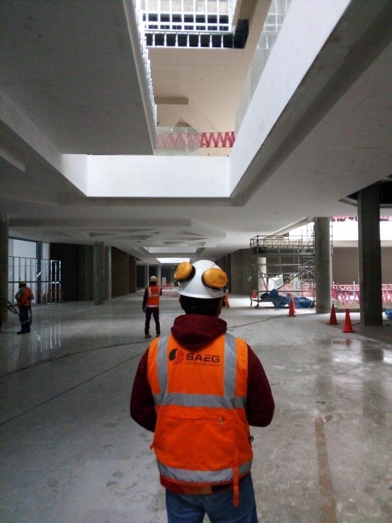 Real plaza puruchuco trabajador 768x1024 - FOTOS: Mira cómo está quedando el Real Plaza Puruchuco
