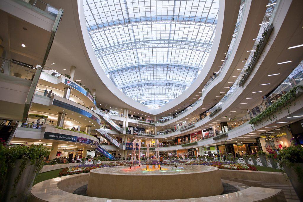 SANTAFE COLOMBIA - Malls colombianos se reinventan para atraer a más consumidores