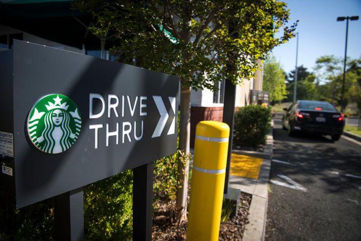 STARBUCK Drive Thru PERÚ RETAIL - Los nuevos formatos de Starbucks y su plan piloto para expandirse en Perú