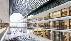 Shopper Track1 240x140 - Importancia de la precisión de datos para propietarios de centros comerciales y administradores de inmuebles