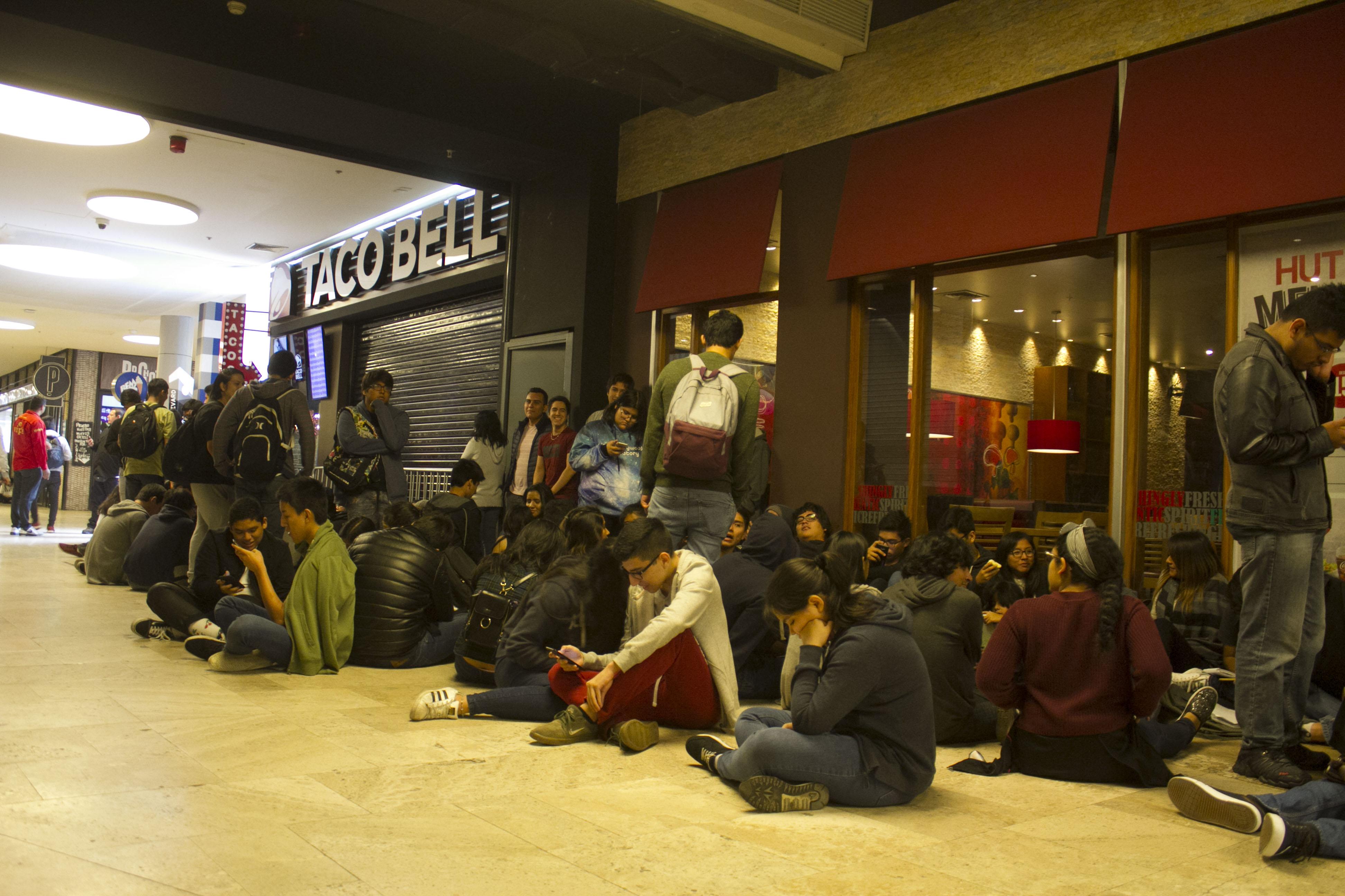 TacoBell - Cientos de personas hicieron largas colas en inauguración de Taco Bell en el Jockey Plaza