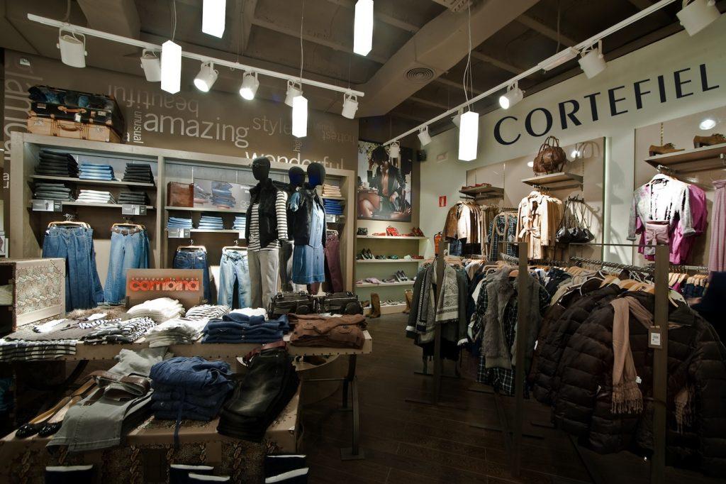 Teléfono Gratuito Cortefiel 2 1024x682 - Cortefiel abre segunda tienda y Brooksfield reingresa a Bolivia