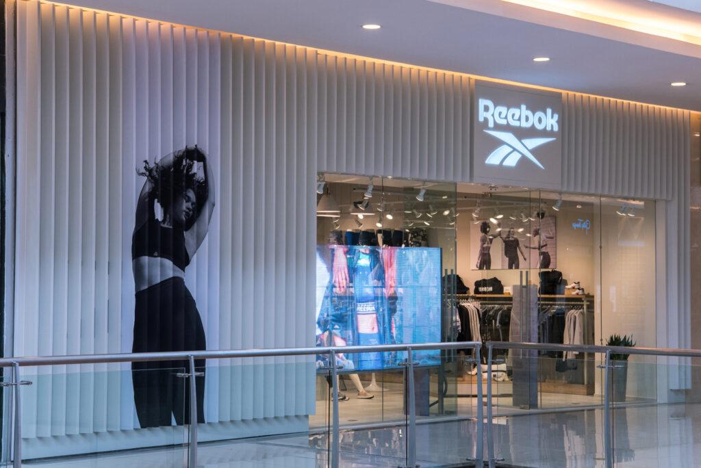 Tienda Exterior Reebok 1024x684 - Surface: ¿cómo lograr que tu negocio sea exitoso, rentable y posicionado?
