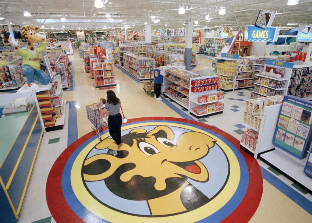 Toys R us y tru kids 1024x732 - Sigue vivo: Toys 'R' Us regresa con dos tiendas de experiencia
