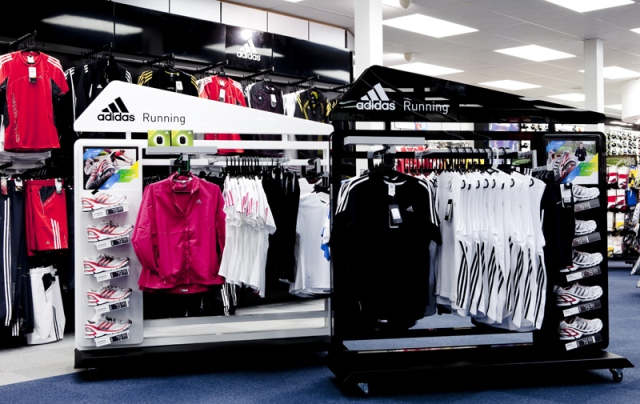 adidas gondola running peru retail - Adidas gana 720 millones de euros en 2015