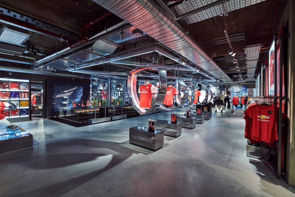 adidas perú retail 1 1024x683 - Adidas abre flagship con un concepto de tienda digital inmersiva, ¿qué significa esto?